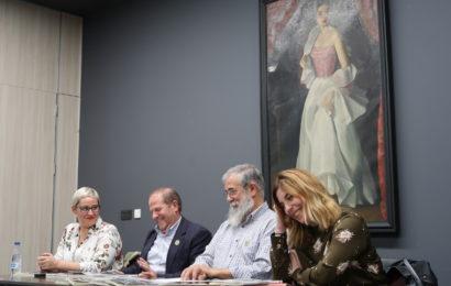 Irungo  pertsonaien  bilduma  argitaratu  du  Agustin  Moratek