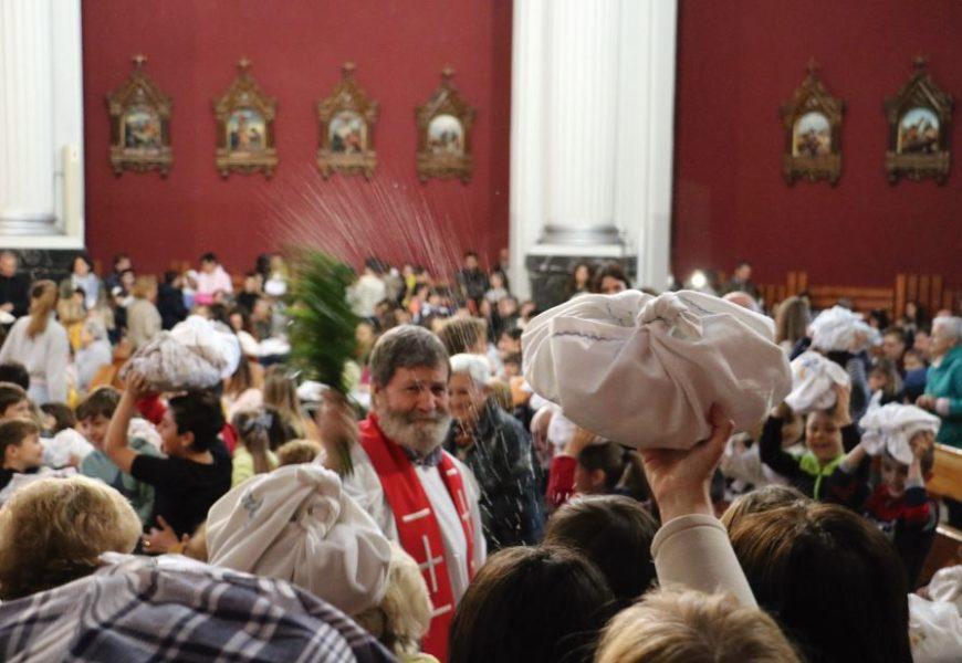 Opilaren bedeinkapena San Juan Bautista elizan