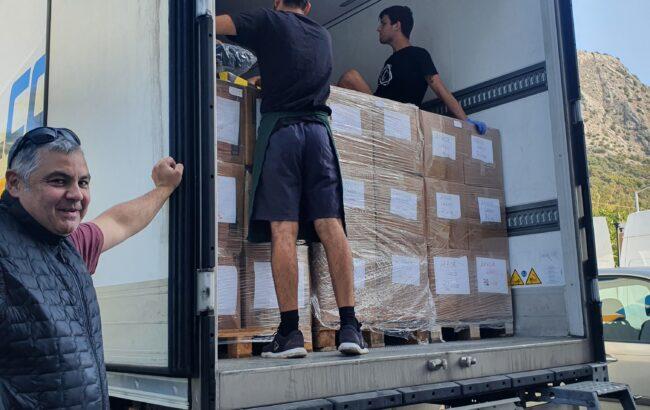 """Iñigo Bravo, Bravo Logistic enpresako zuzendari exekutiboa: """"Oporrak kamioiarekin Lesboseko migratzaileei janaria eramateko aprobetxatzea erabaki nuen"""""""