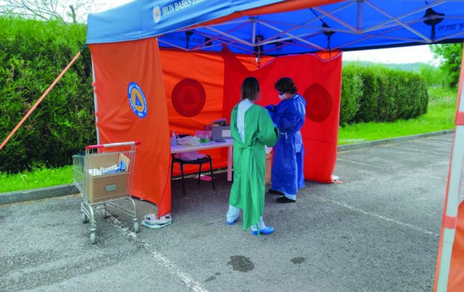 Urtebete pandemiak irundarren ohiko bizimodua eten zuenetik