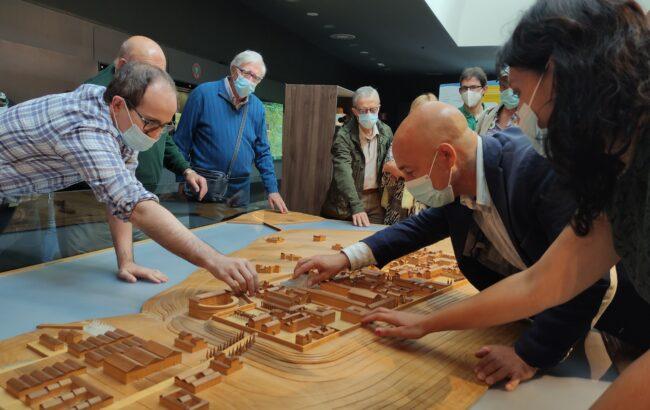 ONCEko afiliatuek usaimenaren, ukimenaren eta entzumenaren bidez ezagutu dute Oiasso museoa